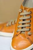 Πορτοκαλιά παπούτσια δέρματος στοκ φωτογραφίες