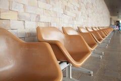 Πορτοκαλιά πλαστική καρέκλα Στοκ φωτογραφία με δικαίωμα ελεύθερης χρήσης