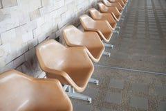 Πορτοκαλιά πλαστική καρέκλα Στοκ εικόνες με δικαίωμα ελεύθερης χρήσης