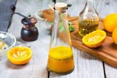 Πορτοκαλιά σάλτσα σαλάτας με το σπόρο παπαρουνών Στοκ Εικόνες