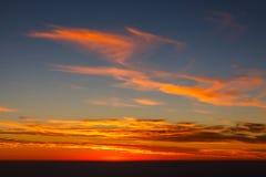 Πορτοκαλιά σύννεφα στον ουρανό Στοκ φωτογραφίες με δικαίωμα ελεύθερης χρήσης