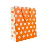 Πορτοκαλιά τσάντα δώρων σημείων Πόλκα Στοκ Εικόνες