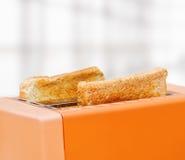 Πορτοκαλιά φρυγανιέρα με δύο φέτες του ψωμιού Στοκ φωτογραφία με δικαίωμα ελεύθερης χρήσης