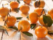 Πορτοκαλιά tangerines στον πίνακα Στοκ φωτογραφία με δικαίωμα ελεύθερης χρήσης