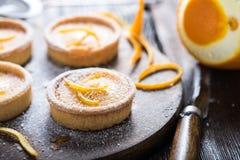 Πορτοκαλιά zesty σπιτικά tarts στοκ εικόνα