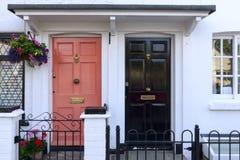 Πορτοκαλιές και μαύρες πόρτες πεζουλιών, Henley στον Τάμεση Στοκ φωτογραφία με δικαίωμα ελεύθερης χρήσης