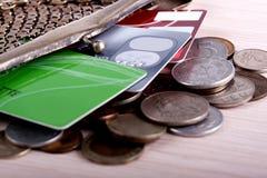Πορτοφόλι με τις πιστωτικές κάρτες και τα νομίσματα Στοκ Φωτογραφία