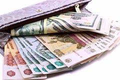 Πορτοφόλι με τα χρήματα σε ένα άσπρο υπόβαθρο Στοκ φωτογραφία με δικαίωμα ελεύθερης χρήσης