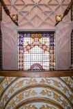 ΠΟΡΤΟ, ΠΟΡΤΟΓΑΛΙΑΣ - 04 ΙΟΥΛΙΟΥ: Διάσημο εσωτερικό Livraria Lello βιβλιοπωλείων Στοκ Φωτογραφίες