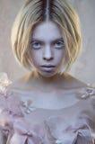 Πορτρέτο έννοιας της παράξενης γυναίκας στοκ φωτογραφία με δικαίωμα ελεύθερης χρήσης
