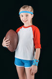 Πορτρέτο λίγου αθλητικού κοριτσιού με τη σφαίρα ράγκμπι που απομονώνεται στο Μαύρο Στοκ Εικόνες