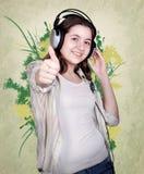 πορτρέτο ακουστικών κοριτσιών εφηβικό Στοκ Εικόνες