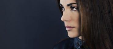 Πορτρέτο γοητείας της όμορφης γυναίκας Στοκ Εικόνες