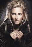 Πορτρέτο γυναικών μόδας στο σακάκι δέρματος Στοκ φωτογραφίες με δικαίωμα ελεύθερης χρήσης