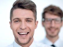 Πορτρέτο δύο ενός ελκυστικού νέου χαμόγελου επιχειρηματιών στοκ εικόνες με δικαίωμα ελεύθερης χρήσης
