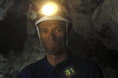 Πορτρέτο ενός ανθρακωρύχου μέσα σε ένα ορυχείο στοκ φωτογραφία με δικαίωμα ελεύθερης χρήσης