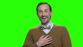 Πορτρέτο ενός αστείου ώριμου ατόμου που γελά σκληρά απόθεμα βίντεο
