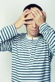 Πορτρέτο ενός ατόμου σε μια φανέλλα Στοκ φωτογραφία με δικαίωμα ελεύθερης χρήσης