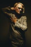 Πορτρέτο ενός ατόμου στο σχεδόν κοστούμι Στοκ Φωτογραφία