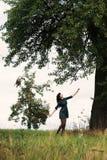 Πορτρέτο ενός ευτυχούς και χαμογελώντας κοριτσιού brunnete στοκ φωτογραφίες με δικαίωμα ελεύθερης χρήσης