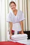 Πορτρέτο ενός ευτυχούς κοριτσιού ξενοδοχείων στοκ εικόνα