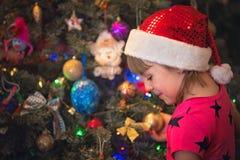 Πορτρέτο ενός ευτυχούς κοριτσιού Χριστουγέννων Στοκ εικόνες με δικαίωμα ελεύθερης χρήσης