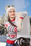 Πορτρέτο ενός ευτυχούς νέου κοριτσιού που με τα γυαλιά ηλίου Στοκ Φωτογραφίες