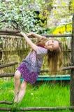 Πορτρέτο ενός ευτυχούς, χαριτωμένου μικρού κοριτσιού Στοκ Εικόνα