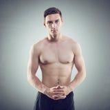 Πορτρέτο ενός ελκυστικού αθλητικού τύπου αθλητών στοκ εικόνες με δικαίωμα ελεύθερης χρήσης