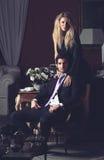Πορτρέτο ενός ζεύγους μόδας στοκ φωτογραφία με δικαίωμα ελεύθερης χρήσης