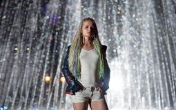 Πορτρέτο ενός κοριτσιού με τα dreadlocks Στοκ Εικόνες