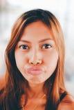 Πορτρέτο ενός κοριτσιού με την αστεία έκφραση προσώπου Στοκ εικόνα με δικαίωμα ελεύθερης χρήσης