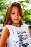 Πορτρέτο ενός κοριτσιού με την αστεία έκφραση προσώπου Στοκ Φωτογραφία
