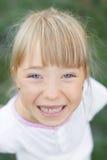 Πορτρέτο ενός κοριτσιού στη φύση Στοκ φωτογραφίες με δικαίωμα ελεύθερης χρήσης