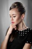 πορτρέτο ενός κοριτσιού στο αναδρομικό ύφος Στοκ Φωτογραφία