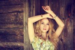 Πορτρέτο ενός κοριτσιού Hipster μόδας ομορφιάς Στοκ φωτογραφίες με δικαίωμα ελεύθερης χρήσης
