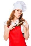 Πορτρέτο ενός μάγειρα σε μια κόκκινη ποδιά με ένα αιχμηρό μαχαίρι Στοκ εικόνα με δικαίωμα ελεύθερης χρήσης