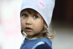 Πορτρέτο ενός μεγάλος-eyed κοριτσιού στοκ φωτογραφίες