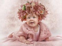 Πορτρέτο ενός μικρού κοριτσιού έξι μηνών στοκ φωτογραφία