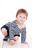Πορτρέτο ενός μικρού κοριτσιού σε ένα άσπρο υπόβαθρο Στοκ Φωτογραφίες
