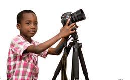 Πορτρέτο ενός νέου αγοριού με τη κάμερα στοκ φωτογραφία με δικαίωμα ελεύθερης χρήσης