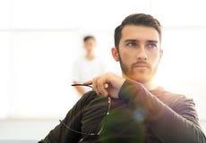 Πορτρέτο ενός νέου αρσενικού προτύπου Στοκ εικόνα με δικαίωμα ελεύθερης χρήσης