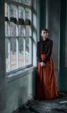 Πορτρέτο ενός νέου κοκκινομάλλους κοριτσιού σε ένα εκλεκτής ποιότητας ύφος Στοκ Φωτογραφία