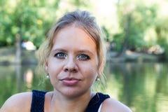 Πορτρέτο ενός νέου κοριτσιού στοκ φωτογραφία με δικαίωμα ελεύθερης χρήσης