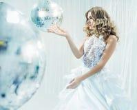 Πορτρέτο ενός ξανθού κοριτσιού disco στοκ φωτογραφίες