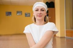 Πορτρέτο ενός ξανθού στα ενδύματα για τη γιόγκα Στοκ φωτογραφίες με δικαίωμα ελεύθερης χρήσης