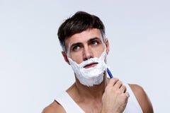 Πορτρέτο ενός ξυρίσματος ατόμων Στοκ Εικόνες