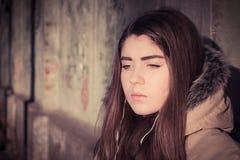Πορτρέτο ενός υπαίθριου φορώντας χειμερινού παλτού έφηβη Στοκ Εικόνα