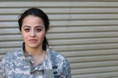 Πορτρέτο ενός υπερήφανου θηλυκού στρατιώτη στοκ φωτογραφία
