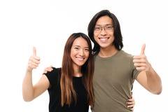 Πορτρέτο ενός χαμογελώντας νέου ασιατικού ζεύγους Στοκ φωτογραφία με δικαίωμα ελεύθερης χρήσης